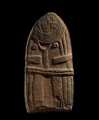 la-dame-de-saint-sernin-statue-menhir-en-gres-ive-iiie-millenaire-avant-notre-ere-musee-fenaille-rodez-coll-slsaa-photo-p-soisson-332x4401